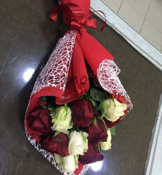 11 Red and White Roses